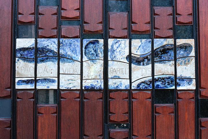 Cerâmica (porta lateral)/ Ceramics (secondary door), Igreja de São Martinho de Cedofeita, Porto, 1996